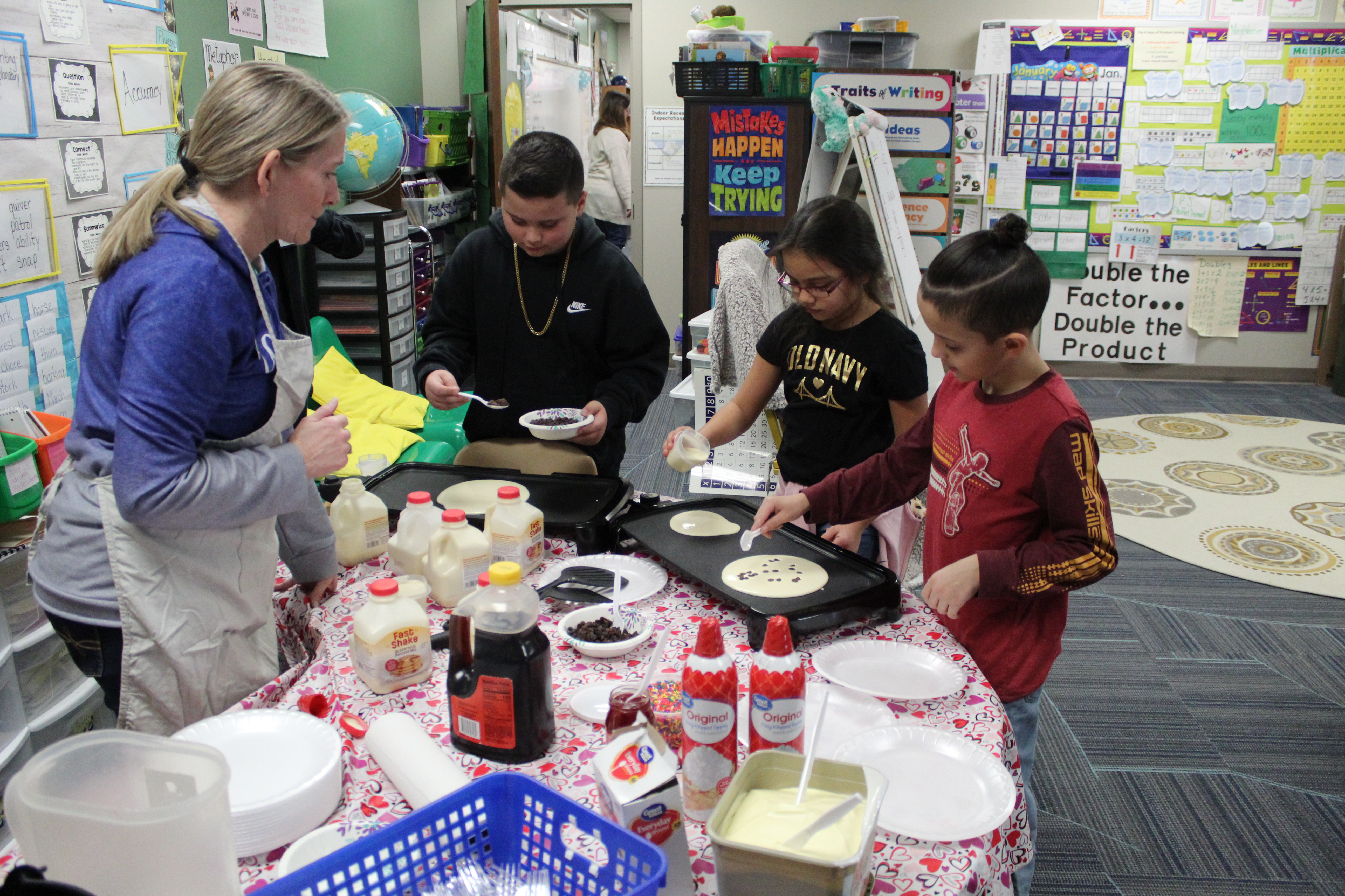 Golden Hills 3rd graders make 100 pancakes for the 100th day