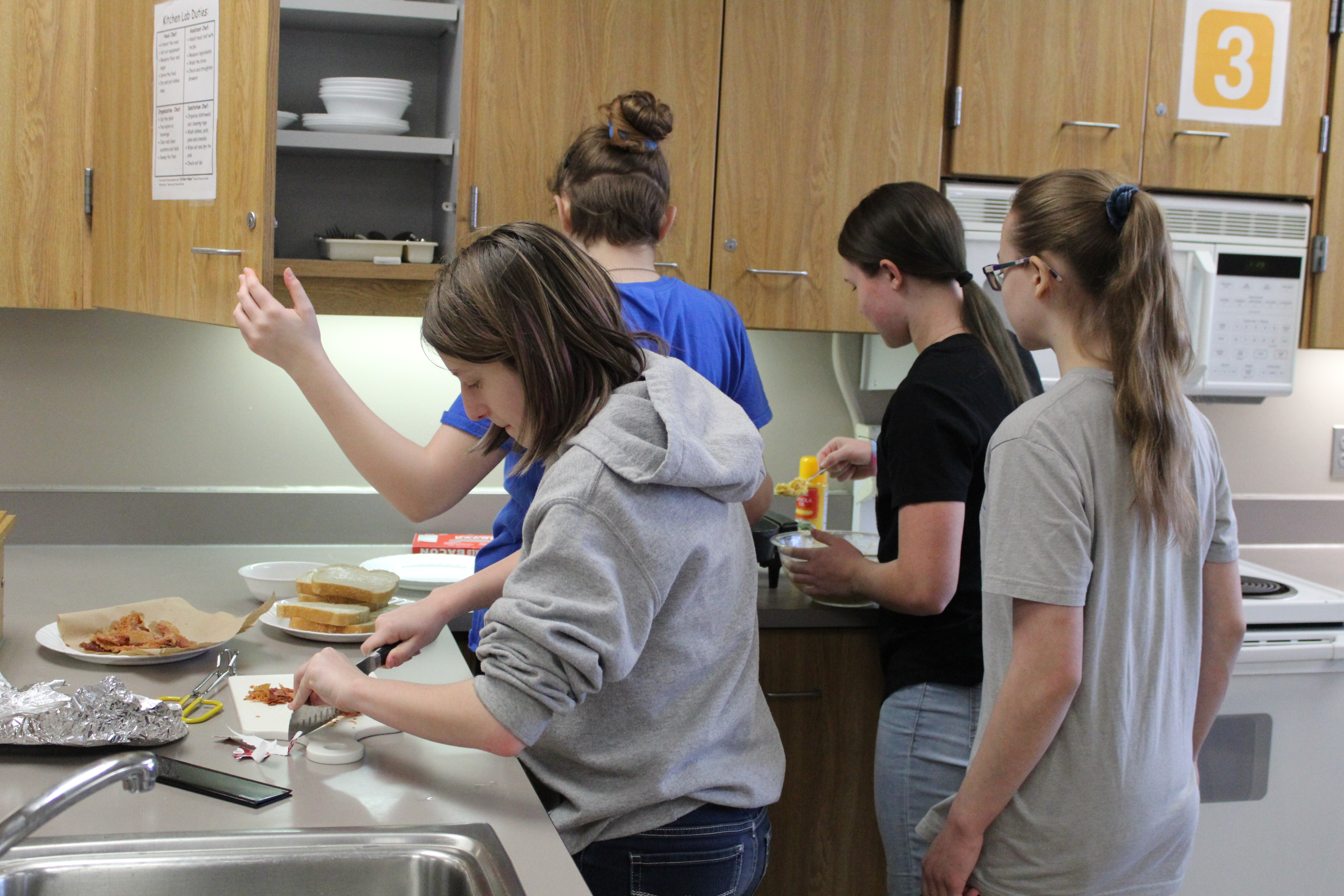 Papillion Middle students compete in 'Grilled Cheese Wars'