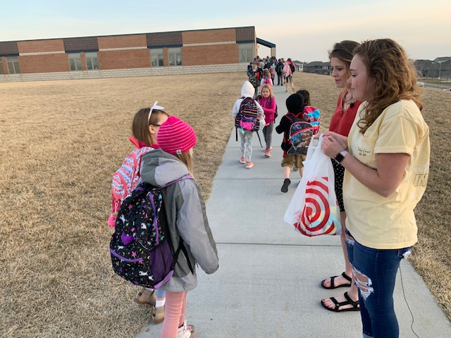 PLSHS National Honor Students give kindness notes to elementary school kids