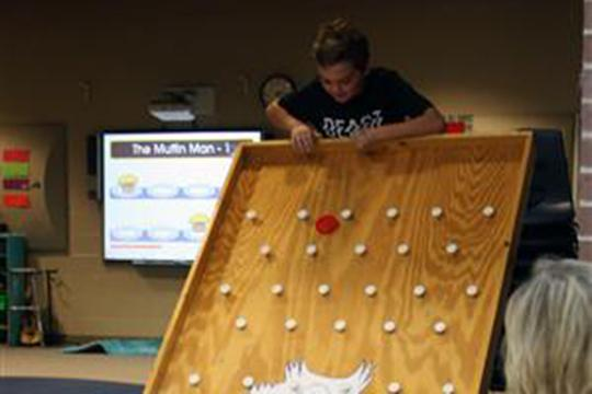 Plinko drop earns prize while reinforcing expectations